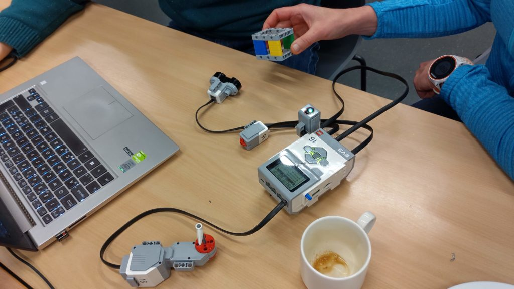 In Lego's own teaching materials, hours are spent building robots. In the CSF approach, we use sensors and coding directly. We get results in a few minutes. This image is from a teacher training workshop in Finland.